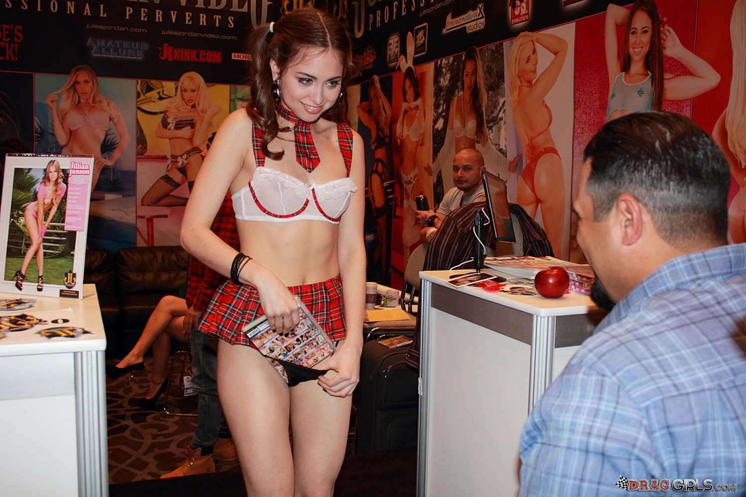 AVN 2015 Porn Show Behind The Seance