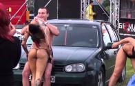 Сексуальные девочки моют тачку и ее владельца (Sexy Car Wash)