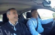 Aguad y Baldassi en auto, con problemas para sintonizar la radio