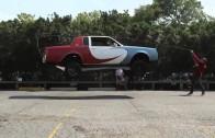 Auto con gatos hidráulicos saltando la cuerda (Vídeos Divertidos)