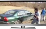 Hombre rompe vidrio del auto con la cabeza!!!