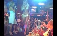 http://thefivergirls2000.blogspot.com.ar/ Hooters Bikini Contest