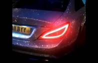 Reino Unido: Estudiante rusa cubrió auto con un millón de cristales Swarovski