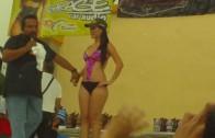 Sahuayo 2011 Chica modelando bikini (car show)