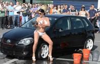 Sexy car wash – Kim & Pia